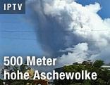 Aschewolke über einem Dorf