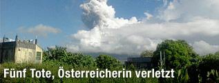 Riesige Aschewolke des Mayon-Vulkans