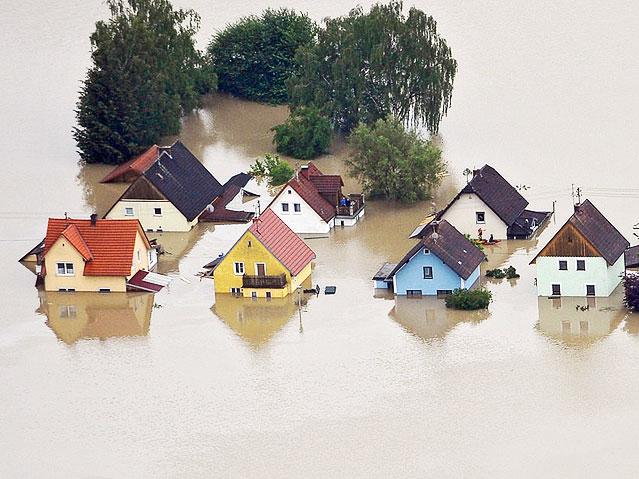 Der über die Ufer getretenen Inn überschwemmte Schärding