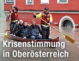 Rettungsmannschaft auf einem Boot