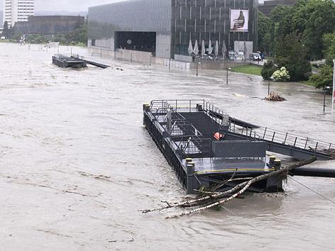 Überfluteter Bereich um das Lentos in Linz