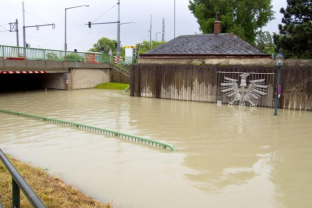 Überflutete Unterführung in Klosterneuburg