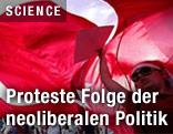 Demonstranten mit türkischer Flagge