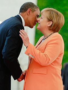 Begrüßungsküsschen zwischen Angela Merkel und Barack Obama
