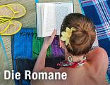 Frau liegt auf einer Strandmatte und liest ein Buch