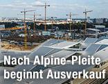 Wiener Hauptbahnhof mit Kränen im Hintergrund