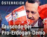 Bild des türkischen Premiers Recep Tayyip Erdogan und eine österreichische Fahne