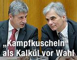 Werner Faymann und Michael Spindelegger unterhalten sich
