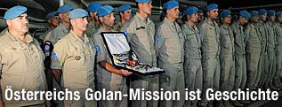 Österreichische Soldaten nach der Heimkehr vom Golan