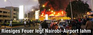 Rauch über dem Flughafen in Nairobi