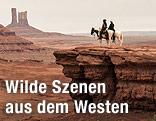 """Szene aus dem Film """"Lone Ranger"""" zeigt zwei Reiter in einer Western-Landschaft"""