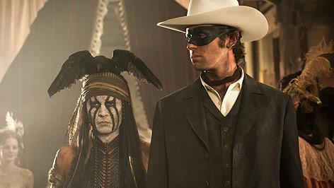"""Szene aus dem Film """"Lone Ranger"""" mit Johnny Depp als Tonto und Armie Hammer als """"The Lone Ranger"""""""