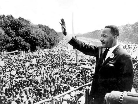 Martin Luther King vor Menschenmenge in Washington, 1963