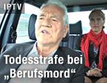TS-Parteigründer Frank Stronach gemeinsam mit Kathrin Nachbaur in einem Fahrzeug
