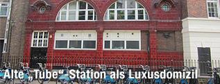 Die Fassade der aufgelassenen U-Bahn-Station Brompton Road in London