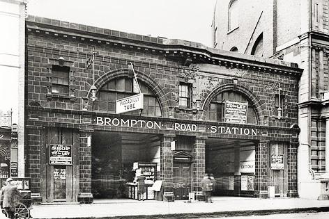 Archivaufnahme der U-Bahn-Station Brompton Road in London