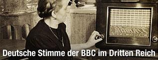 Frau hört 1939 Radio