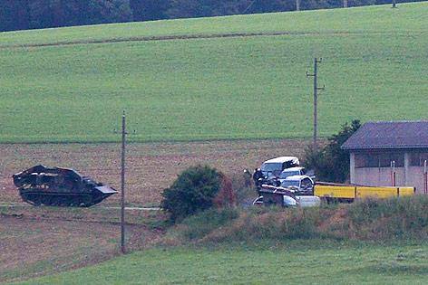 Panzer rücken zum Haus des Verdächtigen vor