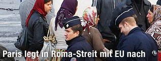 Polizisten und Roma