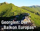 Blick über ein Bergpanorama bei Mleta, rund 100 km nördlich von Tiflis