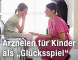 Kind mit Krankenschwester und Arzt