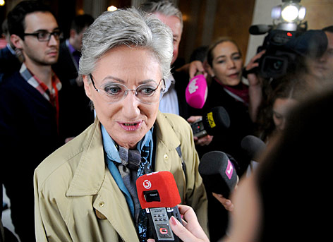 Unterrichtsministerin Claudia Schmied stellt sich den Reportern