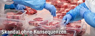 Fleisch bei der Bearbeitung in einer Fabrik