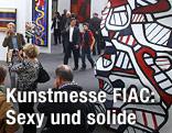 Besucher bei der Ausstellung FIAC in Paris