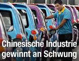 Arbeiter in Automobilfabrik