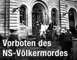 Archivaufnahme der abgebrannten Linzer Synagoge im Jahr 1938