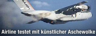 Testflugzeug mit künstlicher Aschewolke