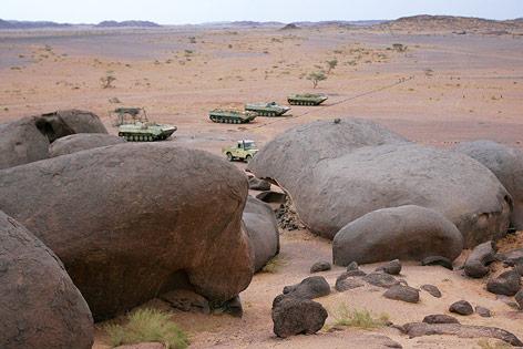 Verlassene Truppentransporter stehen an der Grenze zu Algerien in Westsahara