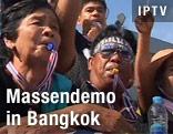 Demonstranten mit Trillerpfeifen