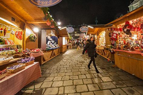 Stände Weihnachtsmarkt.Die Geldmaschine Weihnachtsmarkt News Orf At