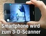 Auf Smartphone ist ein 3-D-Bild zu sehen