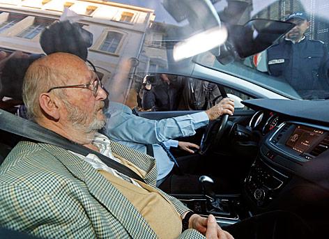 Jean-Claude Mas im Auto sitzend