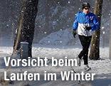 Jogger bei Schneefall