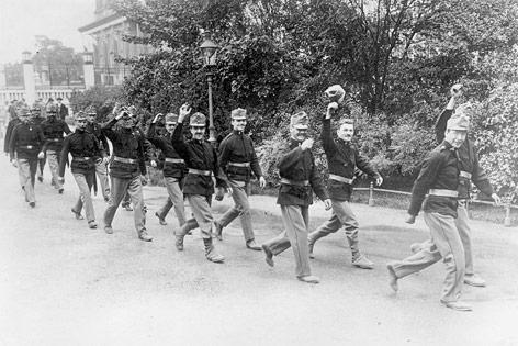 Österreichische Reservisten bei der Mobilisierung in Wien, 01.08.1914