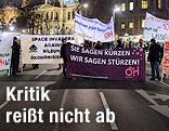 Demo mit Transparenten am Wiener Ring