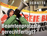 Demonstrant mit Megafon