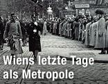 Vorbeimarsch eines ungarischen Infanterieregiments an Kaiser Franz Josef I. auf der Ringstrasse in Wien anlässlich der Hundertjahrfeier der Völkerschlacht bei Leipzig, 1913