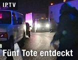 Einsatzkräfte am Tatort