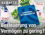 Sparbuch auf Euro-Scheinen