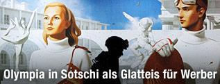 Passant vor Sotschi-Plakat
