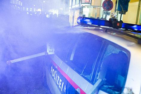 Zerstörtes Polizeiauto