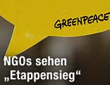 Sprechblasenschild mit Greenpeace-Schriftzug