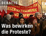 Demonstranten mit Bannern