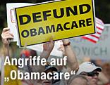 """Schild mit Aufschrift """"Defund Obamacare"""""""