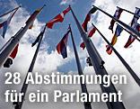 Fahnen vor dem EU-Parlament