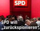 Politiker bei einer SPD-Versammlung